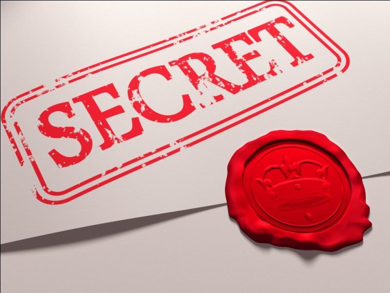 Quand Cœur de Feu rencontre Lac de Givre, celle-ci lui révèle un secret. Lequel ?
