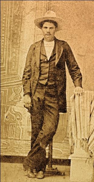 Il est mort en 1895 à El Paso à l'âge de 42 ans et a affirmé avoir tué 42 personnes.Qui est-il ?