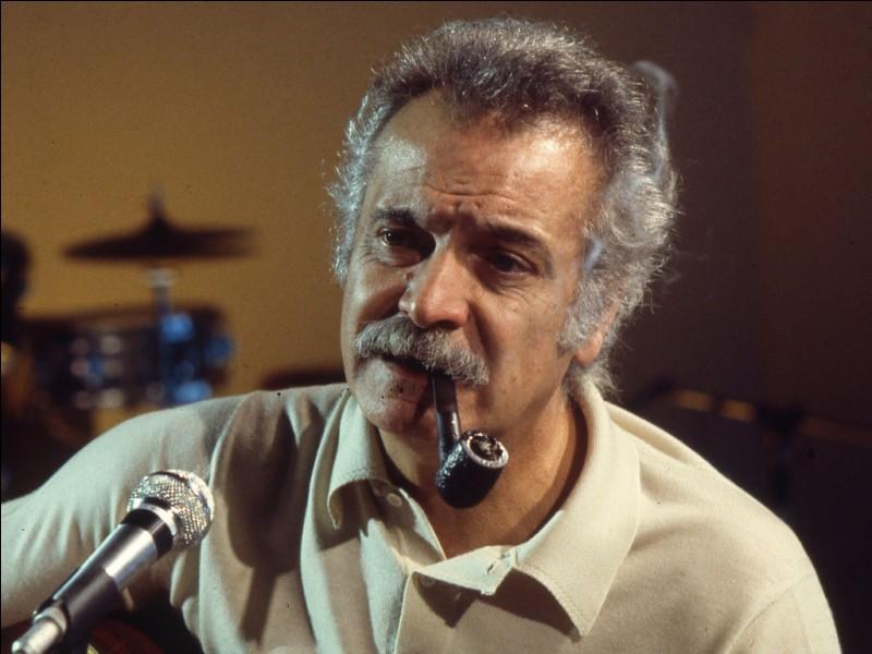 """Ce chanteur est l'auteur de plus de deux cents chansons populaires françaises, dont, """"La Mauvaise Réputation""""."""