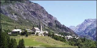 Nous terminons notre balade à Saint-Paul-sur-Ubaye. Village de l'arrondissement de Barcelonnette, à la frontière italienne, il se trouve en région ...