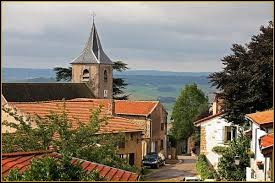 Notre balade commence dans le Grand-Est, à Amance. Village de l'arrondissement de Nancy, perché sur une colline, il se situe dans le département ...