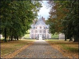 Je vous emmène à présente à la découverte du château d'Ormesson-sur-Marne. Ville Val-de-Marnaise, elle se trouve en région ...