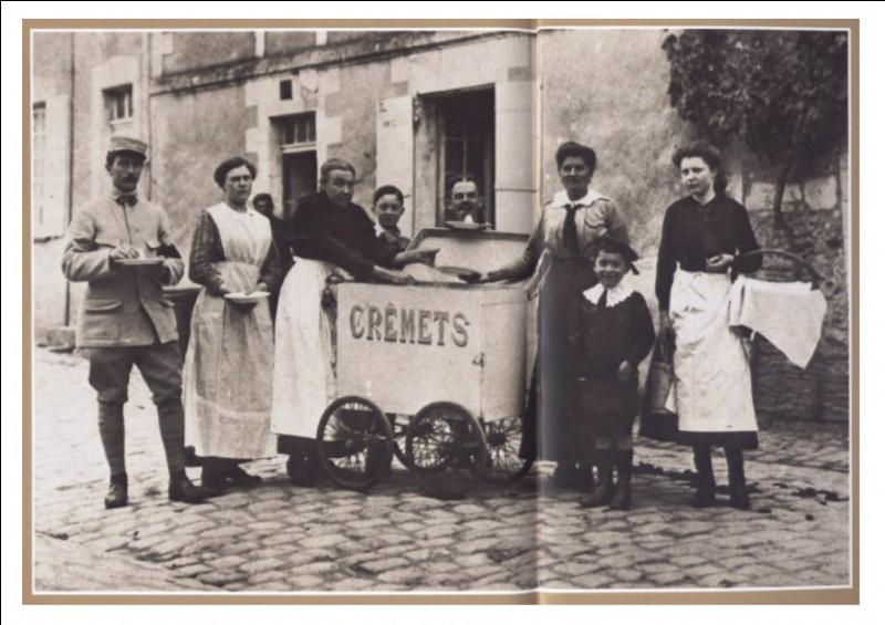 Au début du XXè siècle, des petites marchandes de Crêmet le vendaient dans la rue. Quel était leur cri ?