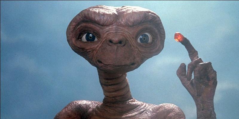 Quel cinéaste a réalisé le film E.T. en 1982 ?
