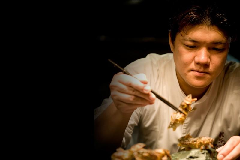 "Ce chef est à la tête du restaurant ""Nihonryori Ryugin"" à Tokyo. Qui est-ce ?"