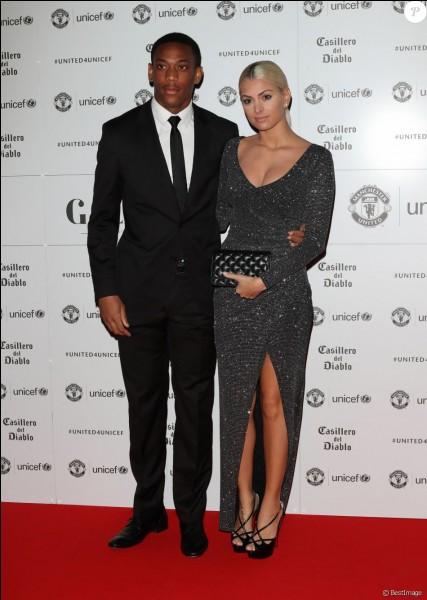 Avec quel célèbre footballeur, Mélanie est-elle en couple ?
