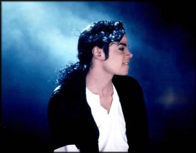 En quelle année Michael Jackson fut reconnu dans le livre guiness des records pour ses actions humanitaires ?