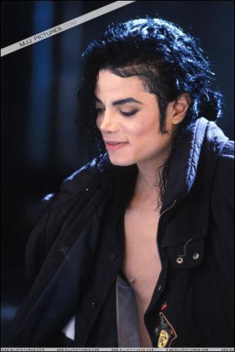 En quelle année Michael Jackson est-il venu inauguré sa statue de cire au musée grévin ?