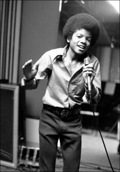 En quelle année Michael Jackson a-t-il sorti son premier album solo avec la maison de disque Motown ?