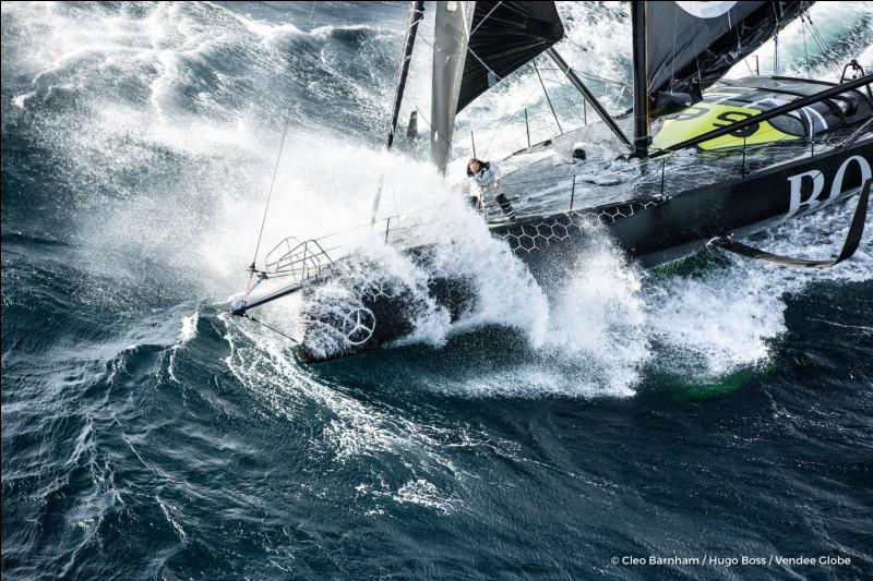 D'après une idée originale de Titouan Lamazou, la course du Vendée globe a été créée par...