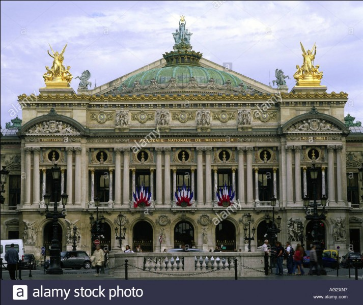 Sous quel empereur a été décidée la construction de l'Opéra de Paris ?
