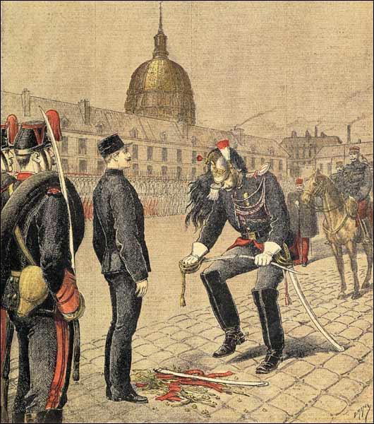 Après avoir été accusé de haute trahison, ma dégradation fut l'objet après 1894 de très vifs débats qui partagèrent la France en deux. Elle posa la question de l'antisémistisme. Qui sui