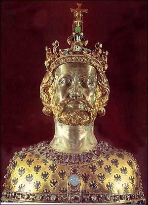 Je fus le plus grand roi, puis empereur, de ma lignée. Qui suis-je ?