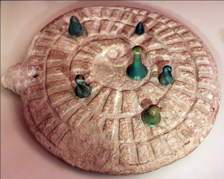 Ce jeu, encore une fois égyptien, porte le nom d'une divinité maléfique de la civilisation pharaonienne, et représente un épisode majeur de cette mythologie.Quel est le nom du jeu, et en l'occurrence de la divinité ?