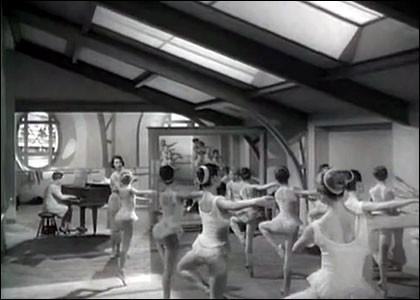 """En 1966, on découvrait Delphine Desyeux, petit rat à l'Opéra de Paris dans une charmante """"série"""", avec Louis Velle, Pierre Mondy, Marthe Villalonga, Françoise Rosay... Quel est le titre de cette """"série"""" en 4 épisodes ?"""