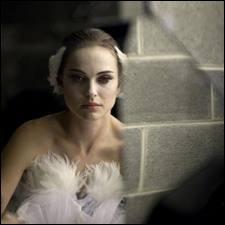 Ce film a créé le scandale quand la vraie ballerine qui a dansé toutes les scènes s'est révélée à la Presse, excédée par l'égo et les propos tenus par l'actrice Natalie Portman, le metteur en scène, le chorégraphe du film, propos peut-être encouragés par la production. Quel est ce film ?