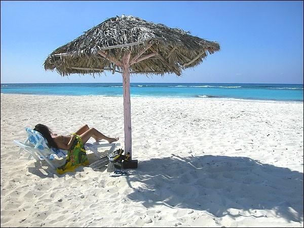 Quelle région de Cuba est reconnue pour pratiquer le naturisme ?