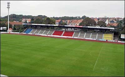 Quel club évolue au Stade de la Libérarion ?