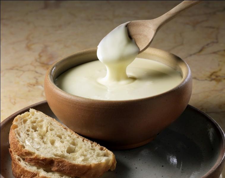 Ce fromage français à la texture onctueuse, à base de lait de vache, est produit principalement en France-Comté.