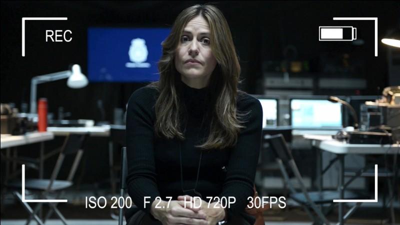 A la fin de la série, que trouve Raquel lorsqu'elle assemble les 4 cartes postales ?
