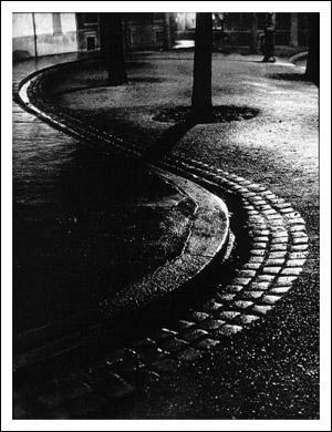Je suis un célèbre photographe auteur de 'Paris de Nuit', je suis...