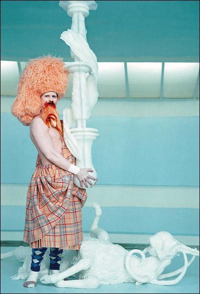 Mon art passe à travers des installations et des performances, auteur de Cremaster, je suis ...