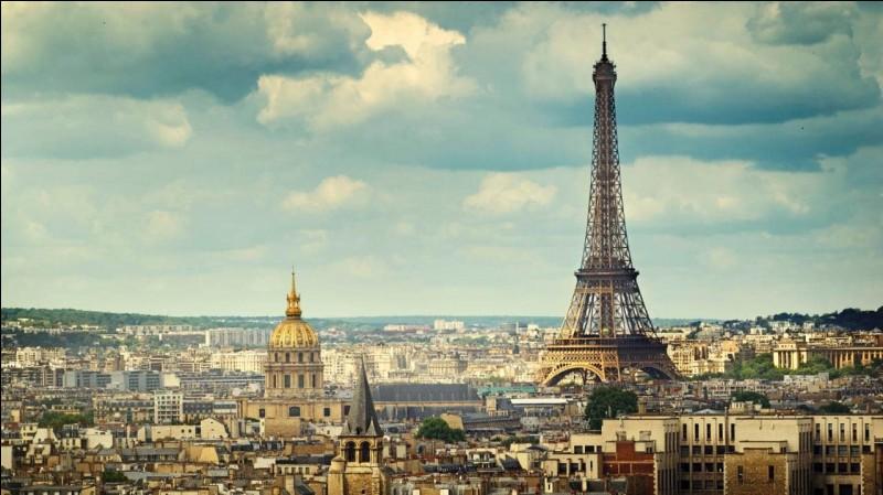Qu'est-ce qui est très exactement au centre de Paris ?