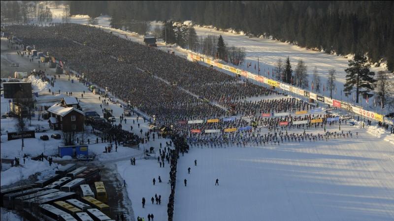 La Vasaloppet, course annuelle de ski de fond de 90 km, se déroule dans ce pays.