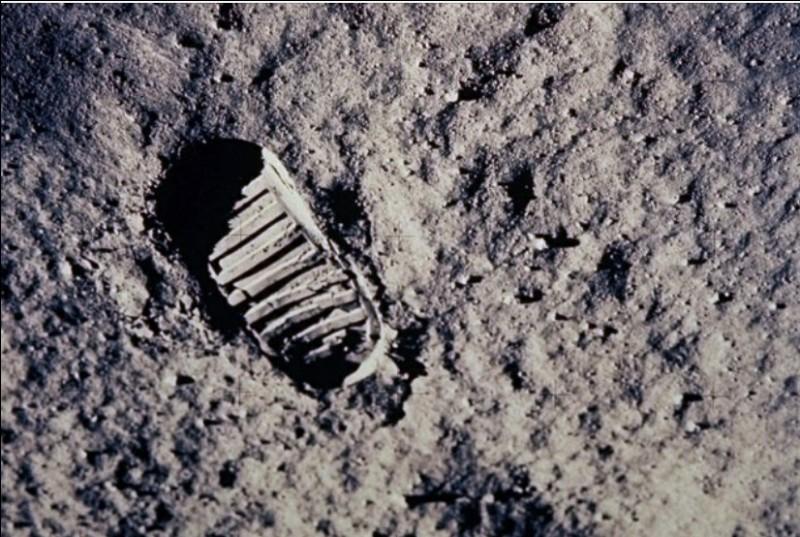 Quel est le nom du premier astronaute à avoir marché sur la lune ?