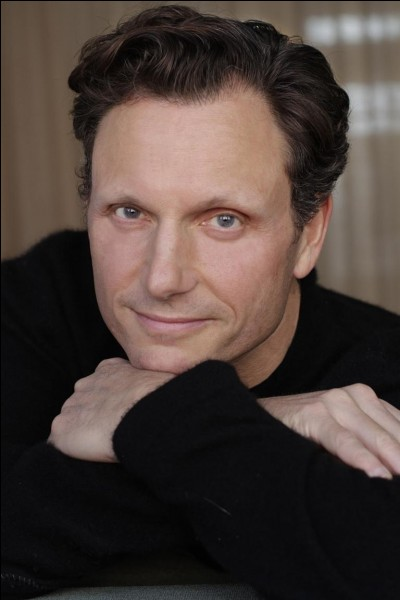 """Je suis un acteur américain ayant joué dans """"Ghost"""", """"A l'aube du sixième jour"""", """"Divergente"""" et dans la série """"Scandal"""". Qui suis-je ?"""
