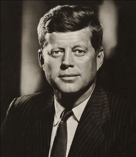 En 1963, à quelle date John F. Kennedy a-t-il été assassiné à Dallas ?
