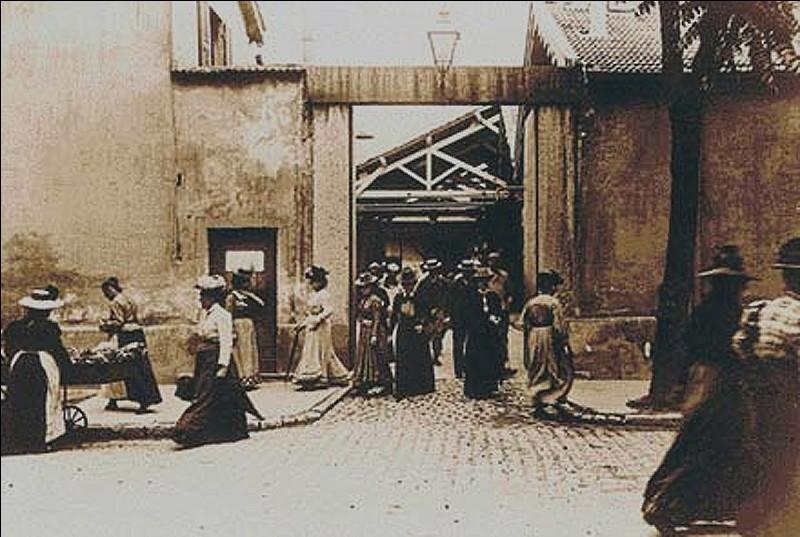 """Qui a inventé le cinématographe en présentant le premier film sous le titre """"Sortie d'usine"""" en 1895 ?"""