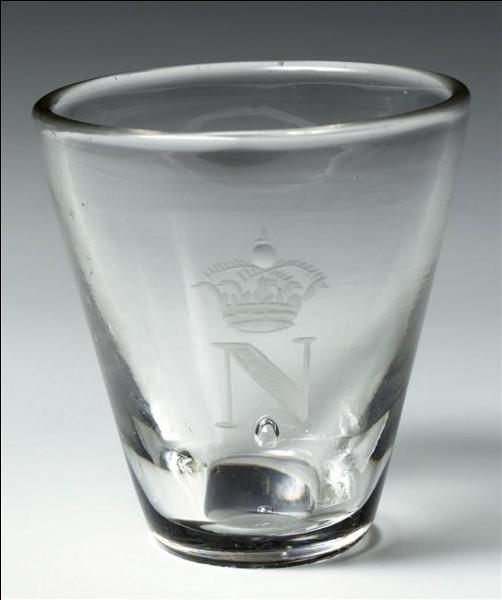 Jeter un caillou dans un verre d'eau fait monter le niveau d'eau...