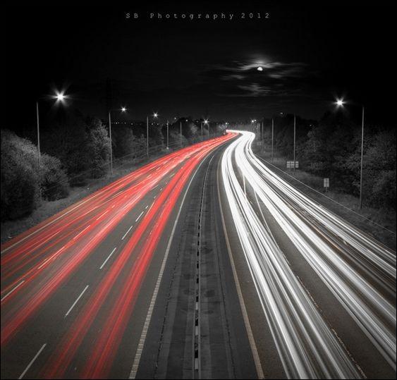 """Qui chantait """"Je sais que tu vis là-bas au bout de l'autoroute, j'pourrai pas me tromper, c'est allumé la nuit"""" ?"""