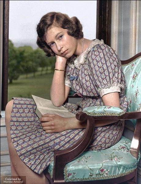 Nous sommes en juin 1940 ! Cette jeune fille pensive n'est pas encore connue sous son premier titre officiel, en plus, elle ne sera que « présomptive » !Qui est-elle ?