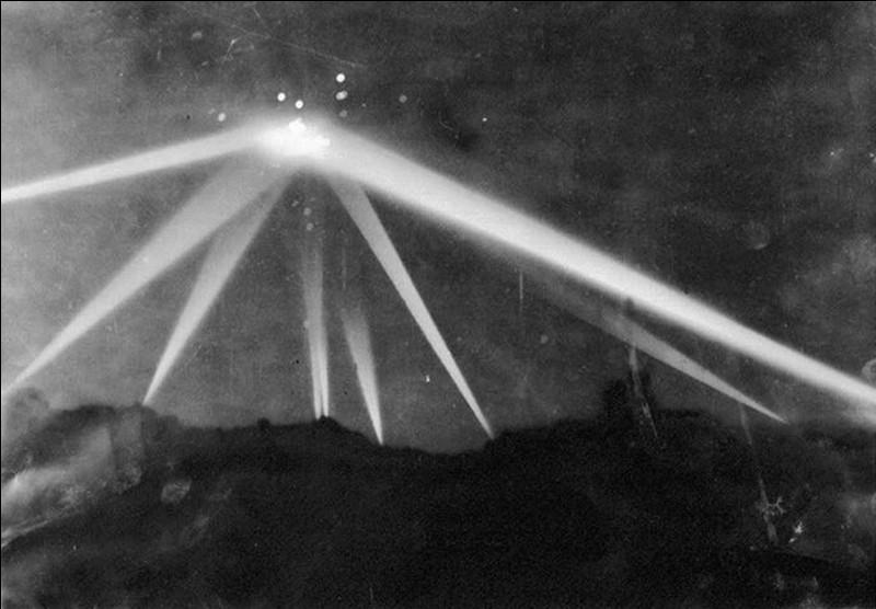 Nous sommes dans la nuit du 24 au 25 février 1942 ! C'est le début de la bataille de Los Angeles ! Cette bataille fait encore parler d'elle dans certains milieux !Que se passa-t-il ?