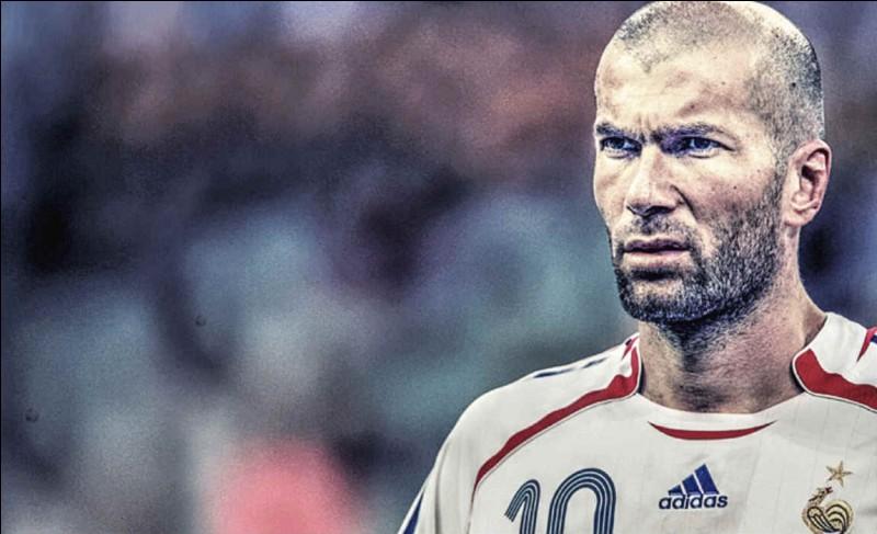 Quel joueur a reçu un coup de boule par Zidane en Coupe du monde, en 2006 ?