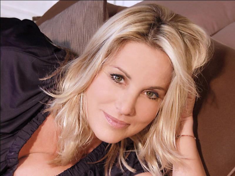 Dans quelle émission, présentée par Stéphane Collaro, Sophie Favier a-t-elle fait ses débuts ?