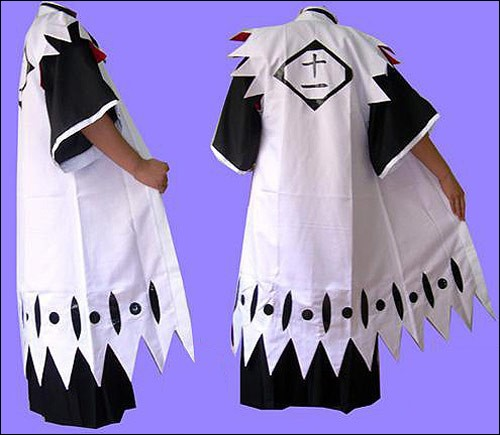De quel manga vient cet habit noir et blanc ?