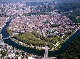 Trouvez la ville natale de Victor Hugo.