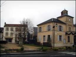 Nadine habite à Marnes-la-Coquette (Hauts-de-Seine). Elle porte donc le gentilé ...