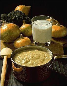 S - La sauce ''soubise'' contient des oignons réduits en purée épaisse.