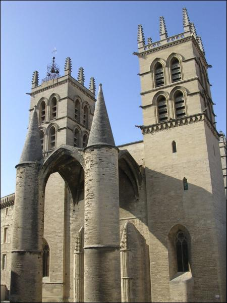 Au style particulier, cette cathédrale est ?