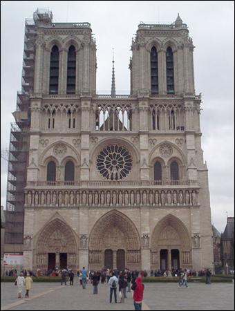 Avec plus de 13 millions de visiteurs en 2005, cette Cathédrale est?