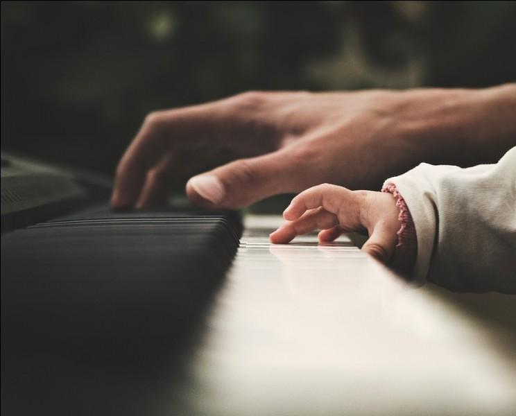 On dit que le piano est un instrument polyphonique. Qu'est-ce que cela signifie ?