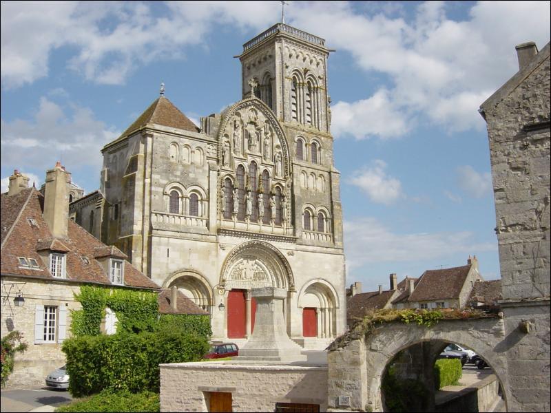 La basilique Sainte-Marie-Madeleine. Le départ des croisades se fait à...