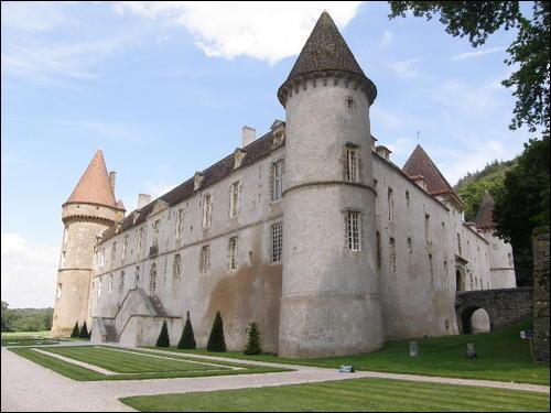 La demeure familiale du Maréchal de Vauban est située à...