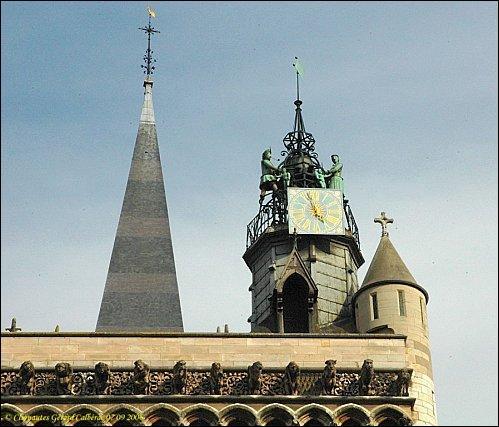 L'horloge Jacquemart. Ramenée par Philippe le Hardi de Courtrai (Belgique).
