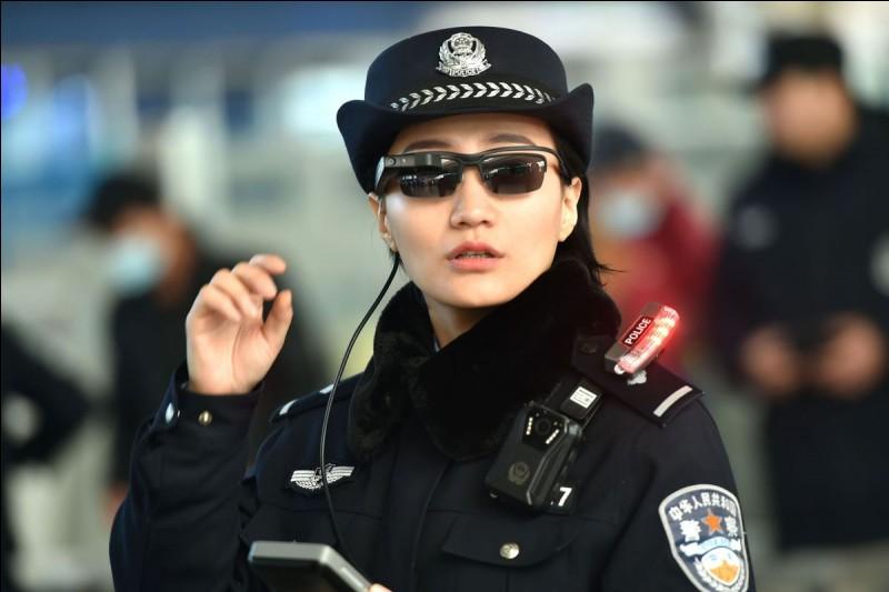 Que dit un policier lorsqu'il arrête un citron ?