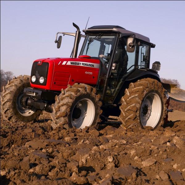 Quel tracteur est exactement le même, mais sous une autre marque ?